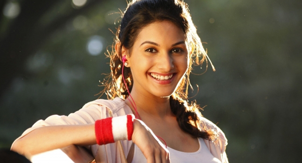Photo of Amyra Dastur plays three roles in Dhanush's Anegan
