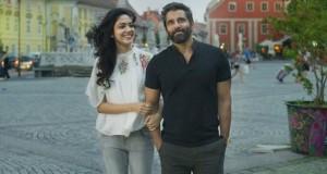 Vikram and Ritu Varma Dhruva Natchathiram web