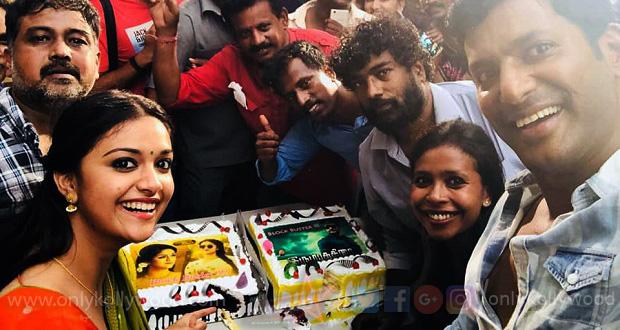 Photo of Keerthy Suresh, Vishal celebrate success of Nadigaiyar Thilagam, Irumbu Thirai on Sandakozhi 2 sets