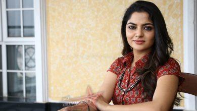 Photo of Thambi: Nikhila Vimal heaps praise on Karthi